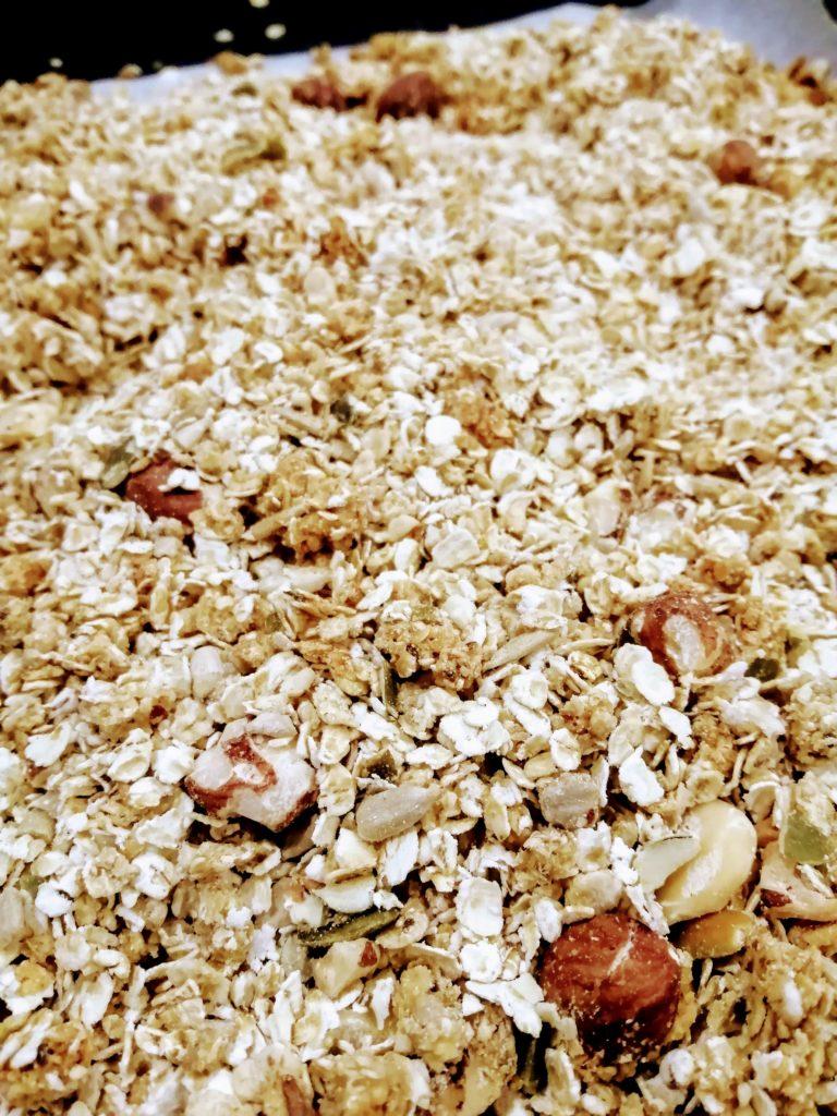 Granola croustillants maison à la sortie du four