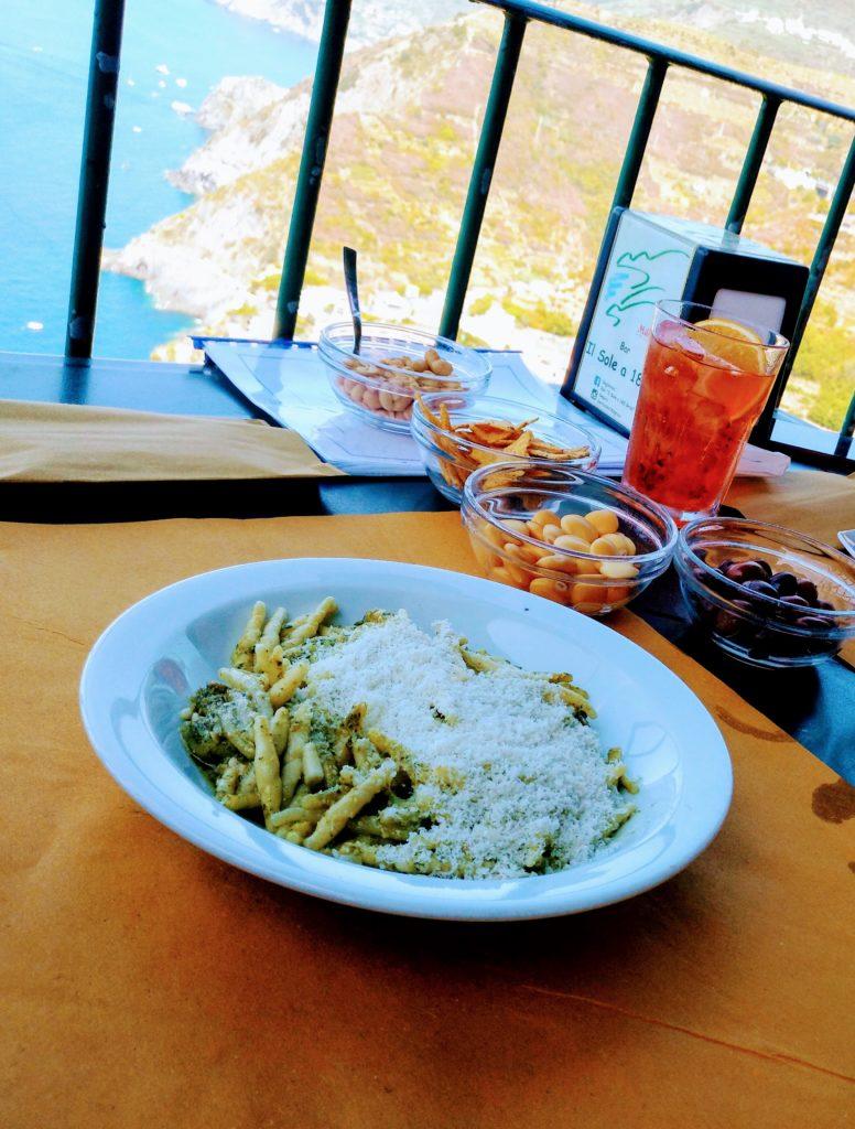 assiette pesto basilic italie